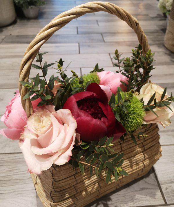 Borsetta con fiori freschi